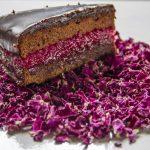 Torta al cioccolato con marmellata di rose